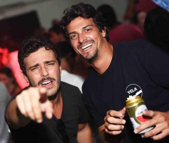 Ari Kaye e Luke Garcia