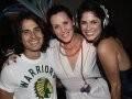 """KITSCHNET"" — A DJ MARIANA COSTA PINTO (OU NANA CP) ENTRE ANDRÉ ARTECHE E VIVIANE NOVAES /Foto: Fred Pontes"