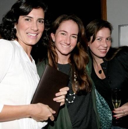 """""""GUIA PONTA DOS GANCHOS RESORT"""" — FLAVIA MANAHU, DANIELA FISZPAN E MARCELLE TAVARES /Foto: Vera Donato"""
