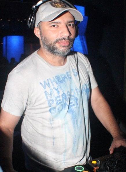 """""""BAR DO COPA"""" — DJ PAPAGAIO EM AÇÃO / Foto: Fred Pontes"""