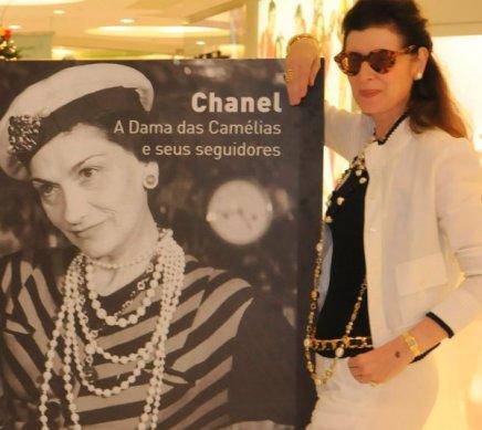 """""""CHANEL: A DAMA DAS CAMÉLIAS E SEUS SEGUIDORES"""" — FERNANDA BASTO /Foto: Ana Colla"""