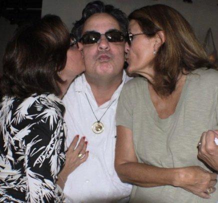 """SCHUTZ""— ANA ANDREAZZA, LESSA DE LACERDA E SILVINHA DE SOUZA /Foto: Fred Pontes"