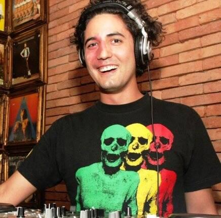 """""""LONDRA"""" — DJ JULIO MARIO SANTO DOMINGO /Foto: Vera Donato"""