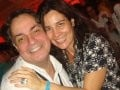 """FASHION RIO"" — O FIGURINISTA LESSA DE LACERDA COM A AMIGA CARLA LAMOUNIER"