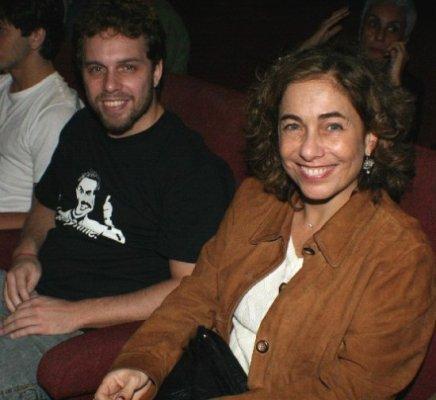 """""""SURFANDO AS ONDAS SAGRADAS DO HIMALAIA"""" — CISSA GUIMARÃES COM SEU FILHO, JOÃO VELHO /Foto: Fred Pontes"""