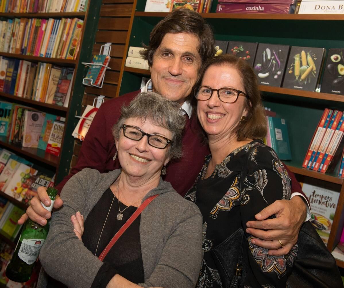 Marcus Gasparian,  Claudia Amorim, dona da Malasartes, e Kiki Machado, dona da Livraria Timbre / Foto: Cristina Lacerda