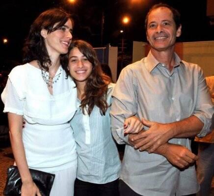 """""""O MISTÉRIO DO SAMBA"""" — CAROLINA JABOR E SUA ENTEADA, LUISA, COM O PAI, GUEL ARRAES /Foto: Cristina Granato"""