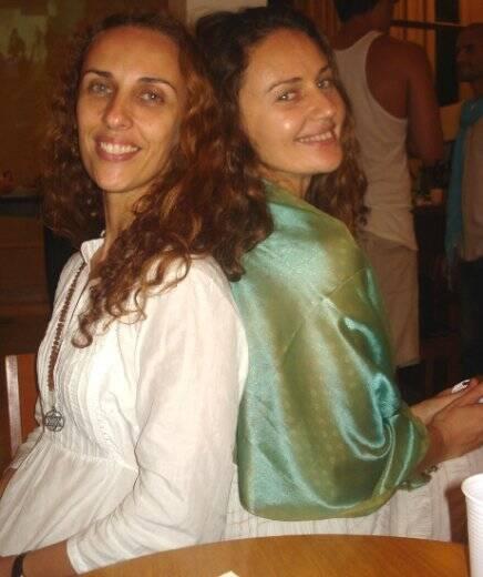 """NIRVANA"" — AS IRMÃS E PROFESSORAS SHAKTI E SUSHIILA"