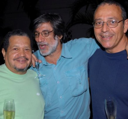 """CORREDOR CHOPIN"" —LUIZ GARRIDO ENTRE WALTER FIRMO EROGÉRIO REIS /Foto: Paulo Jabur"