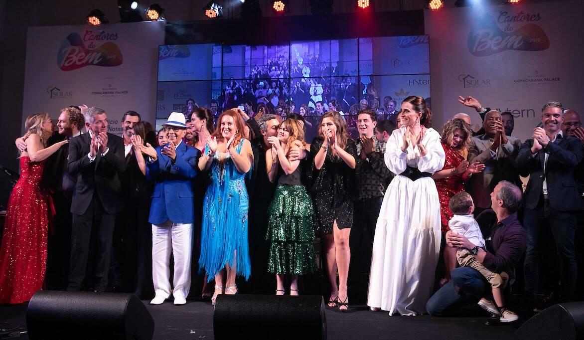Os cantores do Bem reunidos no palco /Foto: Miguel Sá