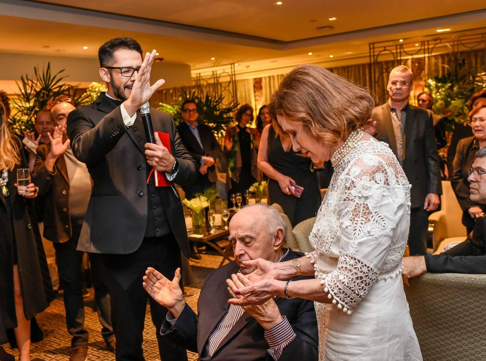 A benção do Padre Renato Martins  / Foto:  Mariama Prieto
