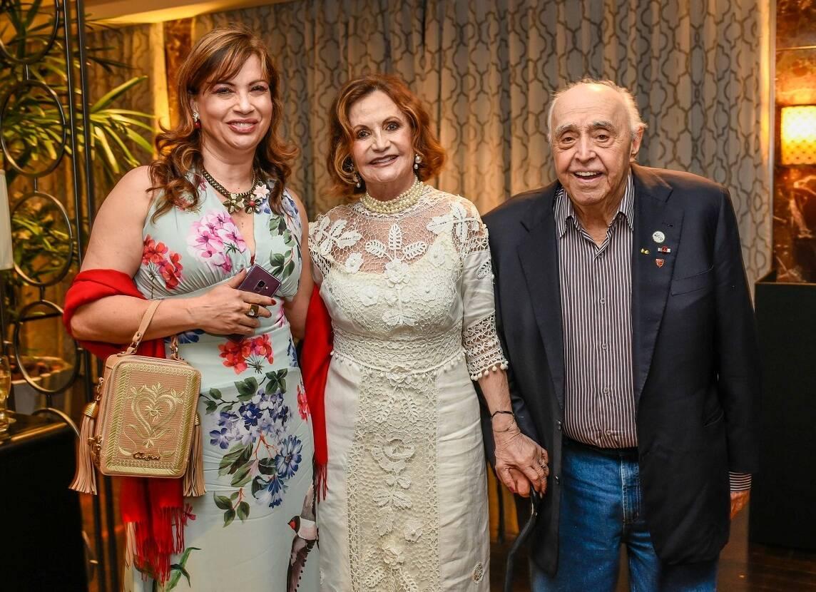 Isadora Ribeiro com o casal Rosamaria Murtinho e Mauro Mendonça / Foto:  Mariama Prieto