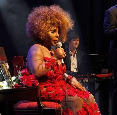 Elza Soares durante apresentação