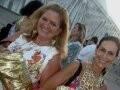 """""""FASHION RIO PRIMEIRO DIA"""" — RENATA FRAGA E BETH PINTO GUIMARÃES: SÓ NO DOURADO /Foto: Dani Barbi"""