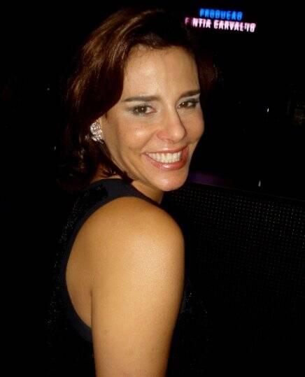 """""""O QUE ELAS DIZEM SOBRE BOTOX"""" —""""Não fico sem Botox, faço a cada seis meses, deixa a gente mais jovem e mais bonita""""— Narcisa Tamborindeguy (advogada e apresentadora)."""