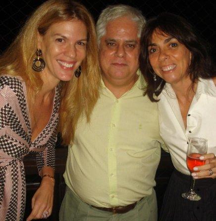 """""""ANIVERSÁRIO NANDO GRABOWSKY"""" — ROBERTO LEITE BARBOSA ENTRE VIVIANE ROCHA E ANA LUIZA REGO"""