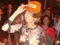"""""""FESTA RIO DE CORAÇÃO"""" — SOPHIE RAMBAUT, QUE GANHOU O BONÉ DE RENATINHO, O GARI DA APOTEOSE"""