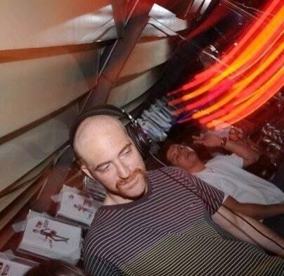 """I LOVE POP"" — O MULTIMÍDIA MUTI RANDOLPH TAMBÉM ATACOU DE DJ /Foto: Kenny Hsu"