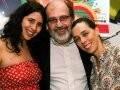 """""""CINCO VEZES FAVELA"""" — CACÁ DIEGUES COM AS FILHAS FLORA E ISABEL /Foto: Cristina Granato"""