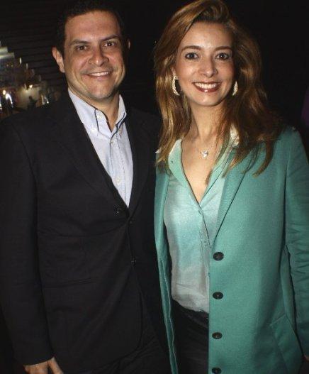 """""""JANTAR NO AQUIM"""" — O CASAL ANDRÉ BARBOSA E KARLA ASSED /Foto: Fred Pontes"""