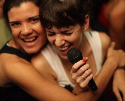 """""""I LOVE POP"""" — INES VERGARA E JAZMIN CASTILHO /Foto: Eduardo Llerena"""