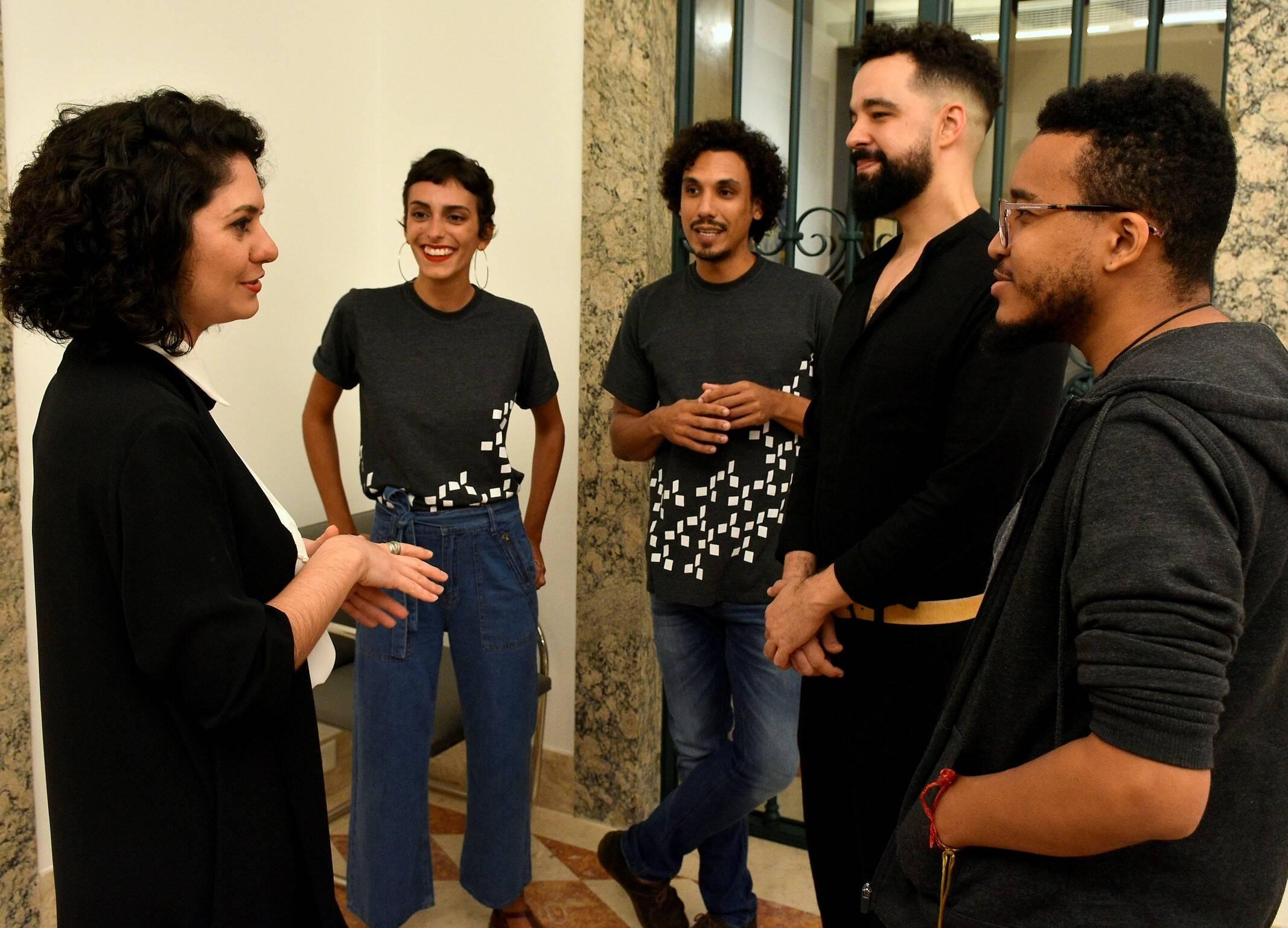 A curadora Isabella Rjeille e a equipe do educativo da Casa Roberto Marinho  /Foto: Roberto Teixeira