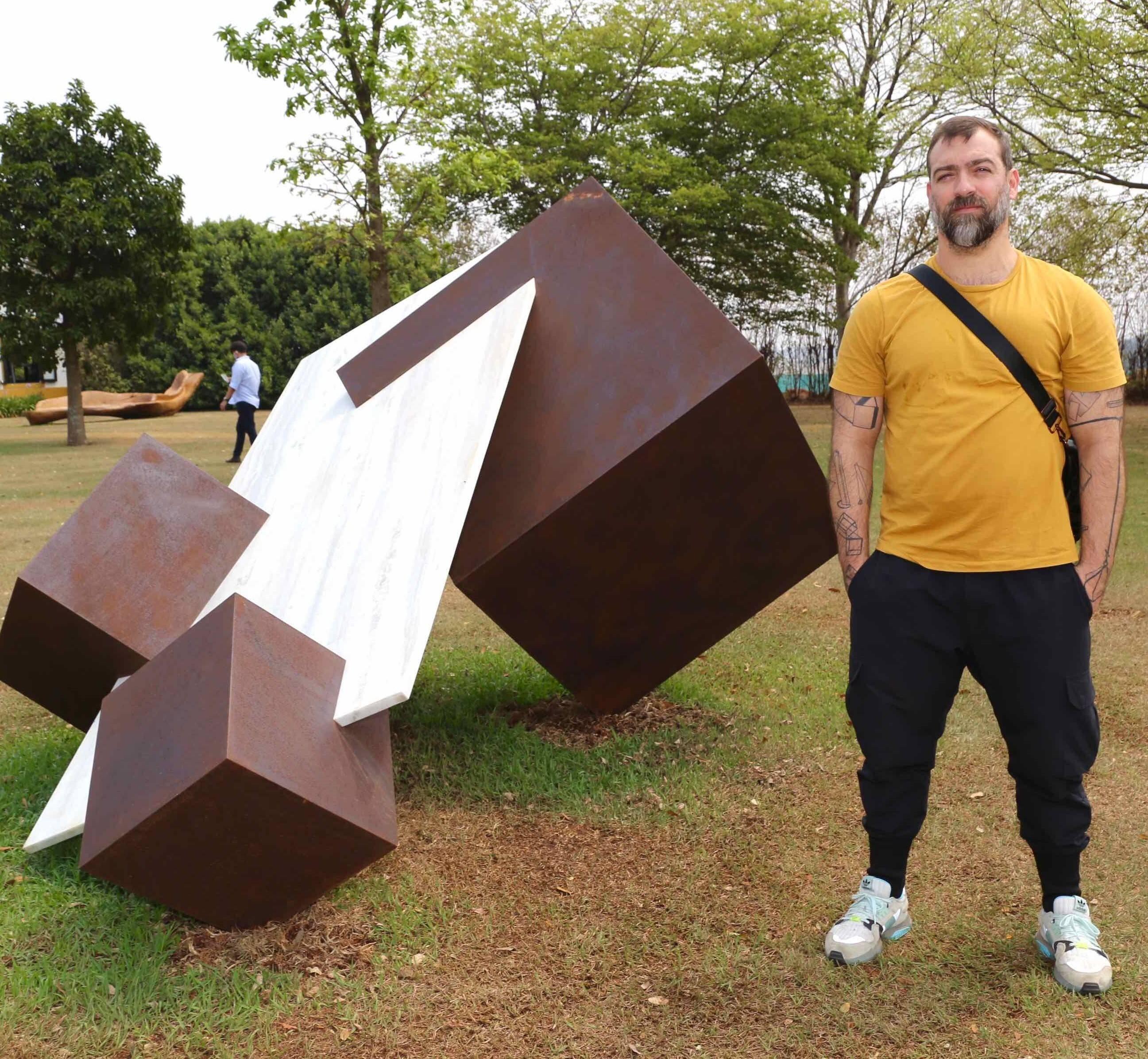 Tulio Pinto e sua arte /Foto: Denise Andrade