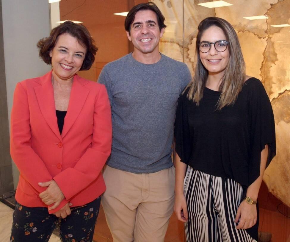 Edu Monteiro entre  as curadoras, Marcia Mello e Lais Santana  /Foto: Vera Donato