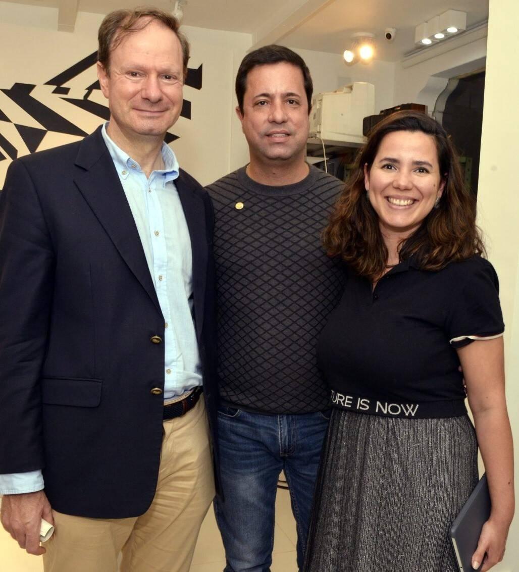 Luis Prados, cônsul da Espanha no Rio, Eduardo Braule-Wanderley e Erika Nascimento  /Foto: Cristina Granato