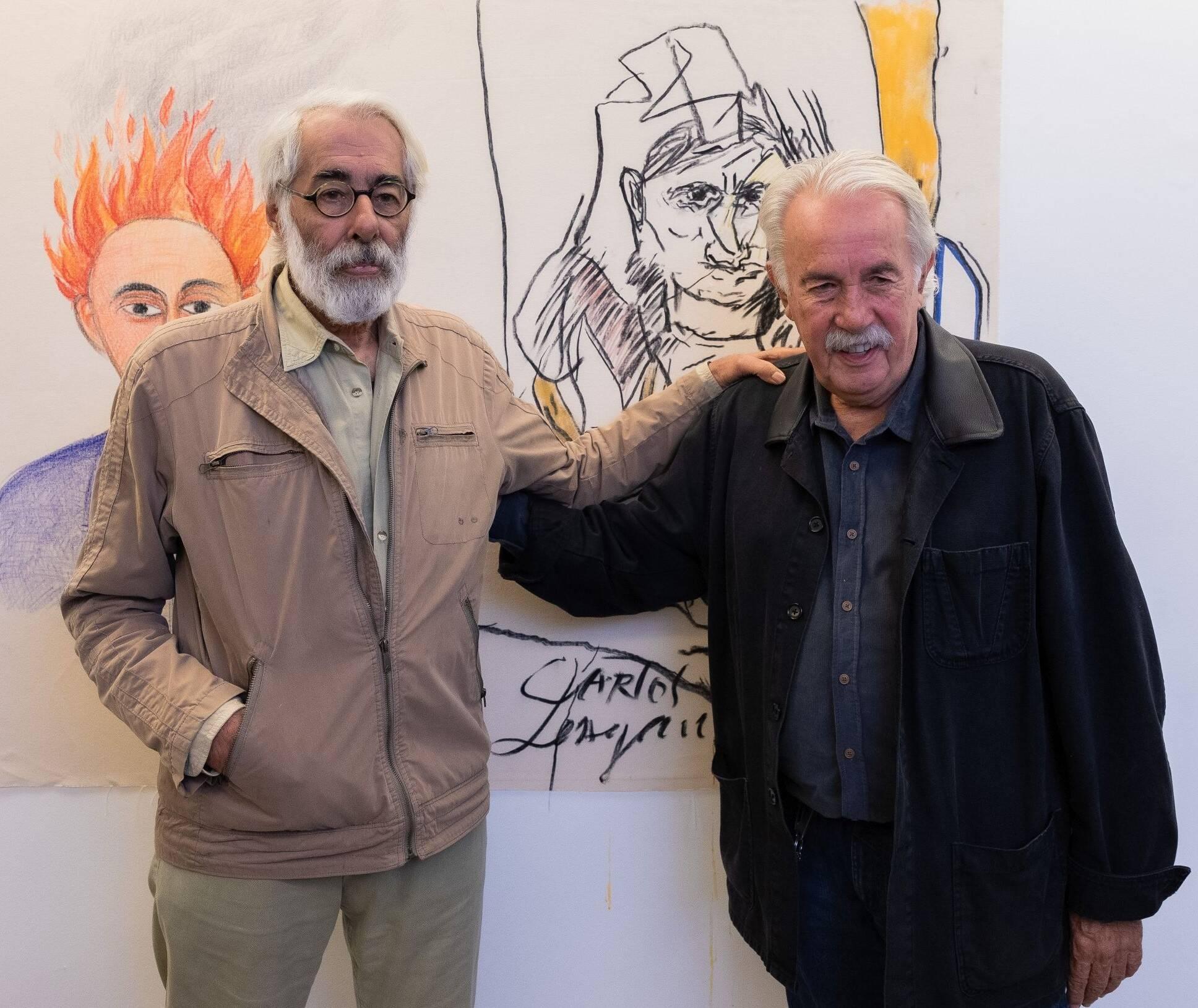 Roberto Magalhães e Carlos Vergara com o trabalho feito a quatro mãos ao fundo /Foto: Alan Miguel Gonçalves