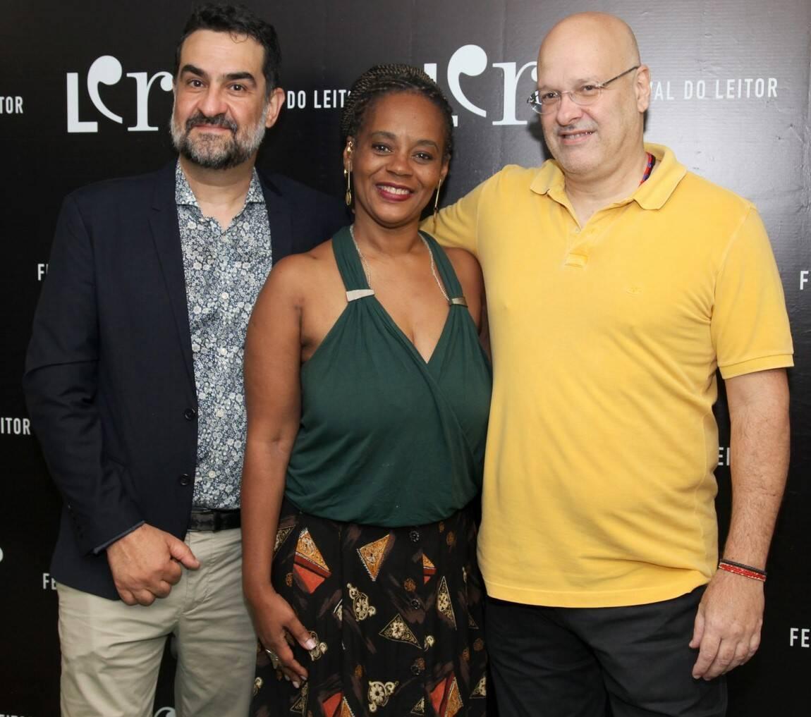 """Julio Silveira, curador do LER, com Eliana Alves Cruz e Alberto Mussa, que participaram da mesa """"Fazendo história"""" /Foto: Vera Donato"""