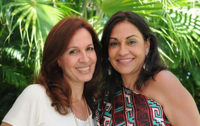 Flora Gil, que recebeu também, com Fatima Mendonça, mulher do governador Jaques Wagner