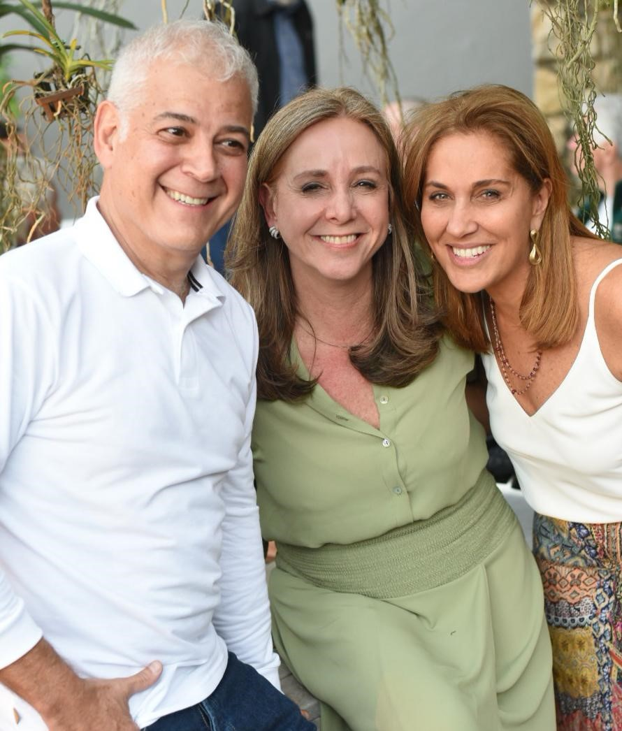 Mauricio e Cecilia Nóbrega com Bebel Sampaio /Foto: Ari Kaye