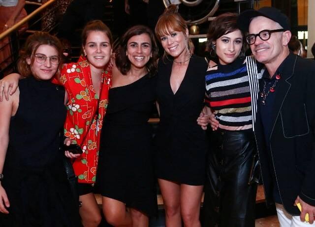 Marina Benzaquem, Julia Couto, Mônica Souza, Mariana Ximenes, Luisa Arraes e Giovanni Bianco