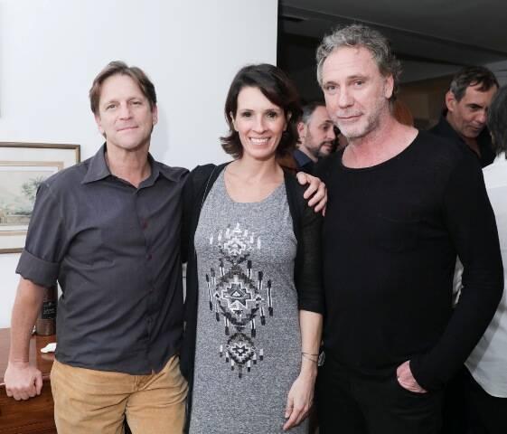 O casal Ricardo Nauenberg e Anna Caldas com Oskar Metsavaht