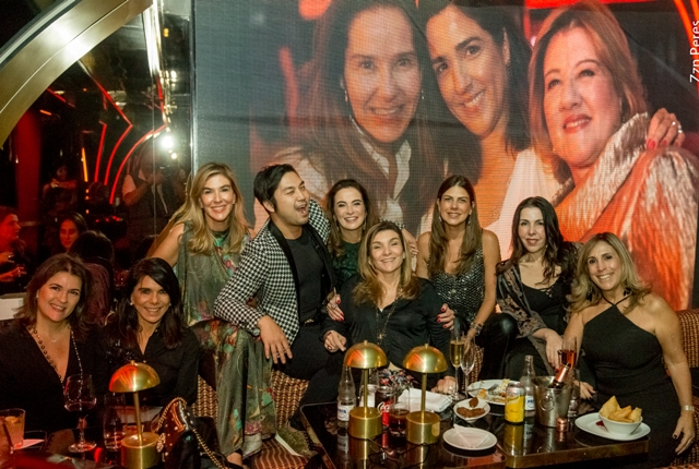 Felipe Ishihama no meio das mulheres: Cristiana Franco, Bia Rique, Bete Floris, Patricia Correa, Olguinha Oakim, Tininha Tostes, Paola Ribeiro e Carla Buffara