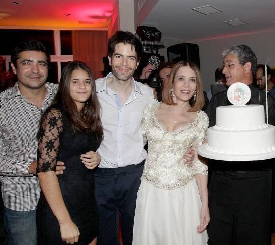 Tamur Aimara, Maria Clara Aimara, Luiz Fernando Coutinho, Liège Monteiro e alguém (não veio o nome) levando o bolo
