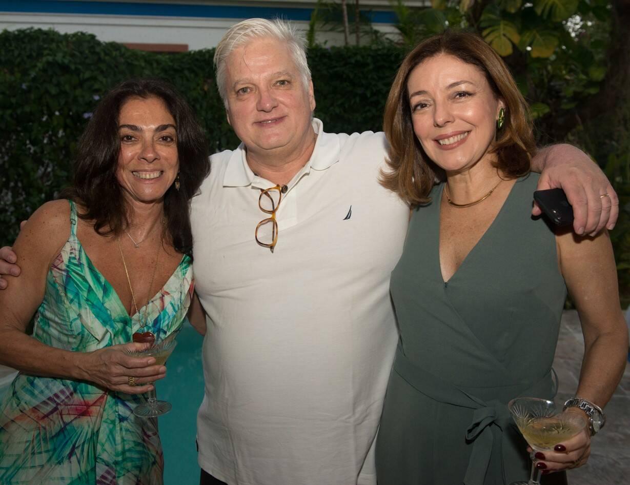 Ana Luiza Rego, com o casal Leo Bittencourt e Marita Graça /Foto: Cristina Lacerda
