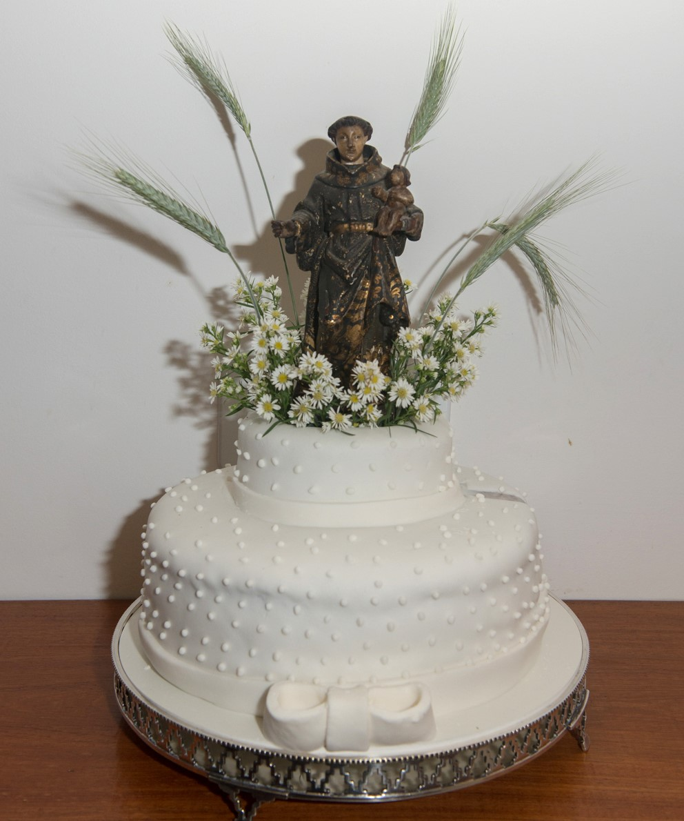 O bolo com o Santo Antônio /Foto: Cristina Lacerda
