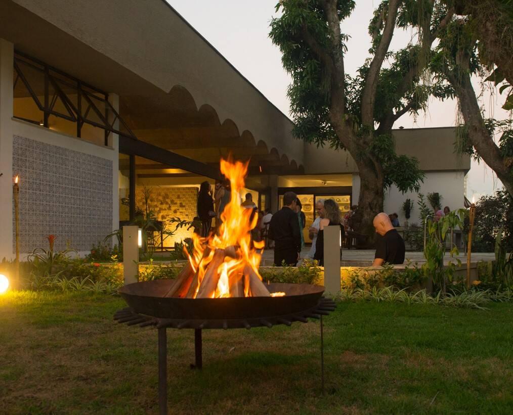 A fogueira de São João no gramado /Foto: Cristina Lacerda