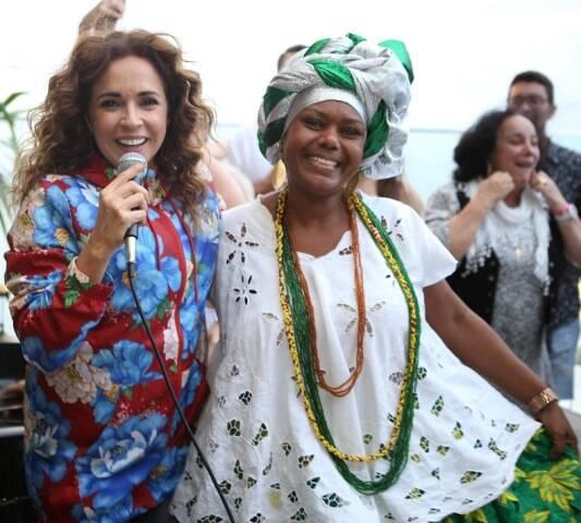 O show de Daniela Mercury (ninguém sabe o nome dessa baiana talentosa, do acarajé maravilhoso - como assim?