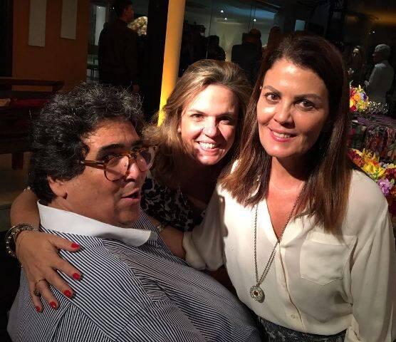 Antonio Neves da Rocha com as amigas Luciana Caravello e Tininha Machado Coelho