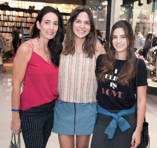 Carmen Almeida, Carol Sampaio e Antonia Chady