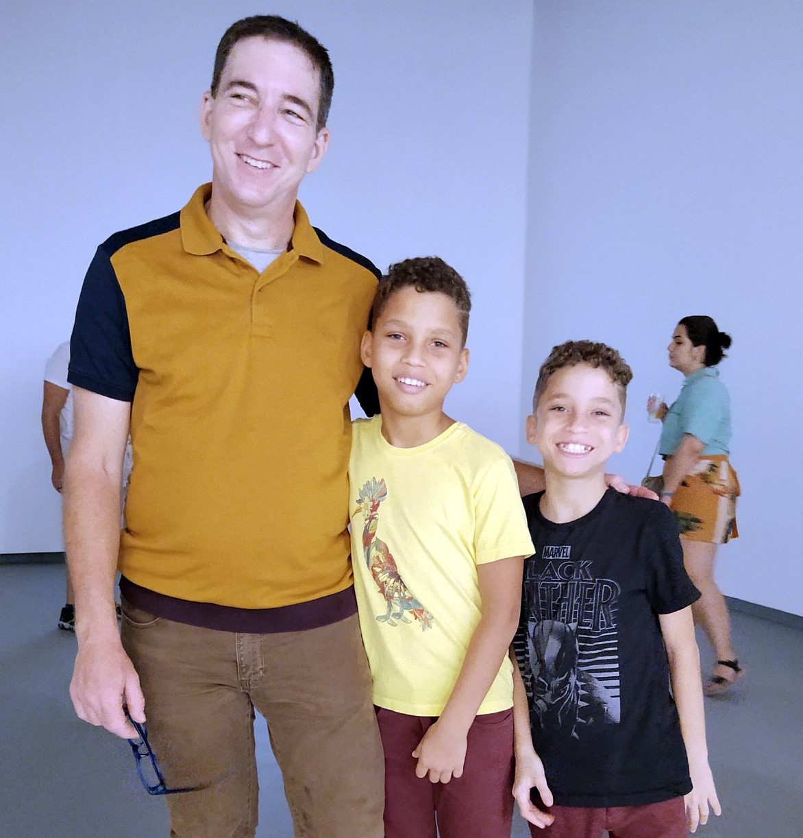 Glenn Greenwald e seus filhos, Jonathan e João Vitor /Foto: Cristina Granato