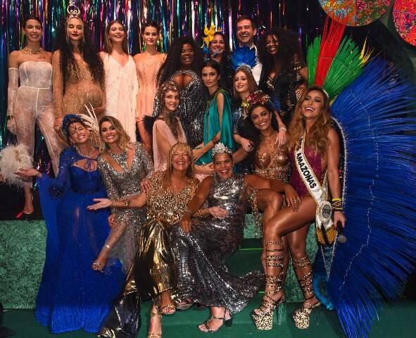 As musas do Baile da Vogue com parte da equipe da Vogue