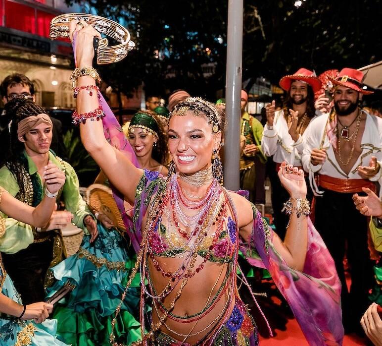 Isis Valverde, a rainha do baile
