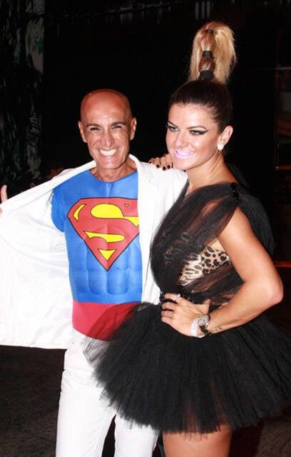 Amin Khader, o superhomem da noite, e a apresentadora Mirela Santos