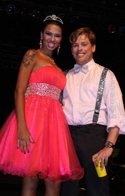 Ariadna, mais uma trans que está fazendo sucesso, ao lado de Bruno Chateaubriand, que recebeu todos por ali, no Baile de Gala Gay da Devassa, no Cais do Porto do Rio