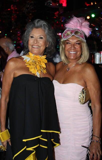 Gisella Amaral, fofa como sempre, e o furacão Carmem D'Alessio. As duas entregaram alguns dos prêmios de fantasias da noite