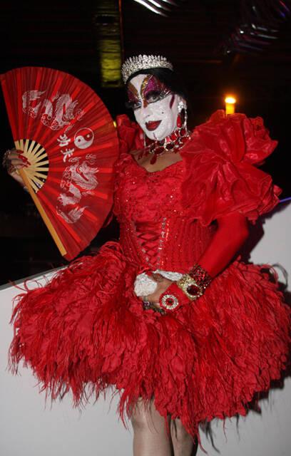 Isabelita dos Patins, surpresa por lá: todo mundo achando que ela não estava no Rio de Janeiro